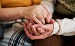 خودمراقبتی و برنامه مراقبت در منزل از اولویتهای دوران سالمندی است