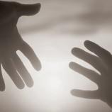 بررسی عوامل خانوادگی موثر بر اقدامات خودکشی در بین نوجوانان و بزرگسالان